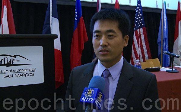 前中國河北希望律師事務所維權律師彭永峰,10月1日在州立大學聖馬可斯(San Marcos)分校舉辦的中國人權研討會上發言。(鄭浩/大紀元)