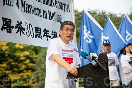 「六四」親歷者鄭旭光表示,共產黨是全世界的威脅。(林樂予/大紀元)