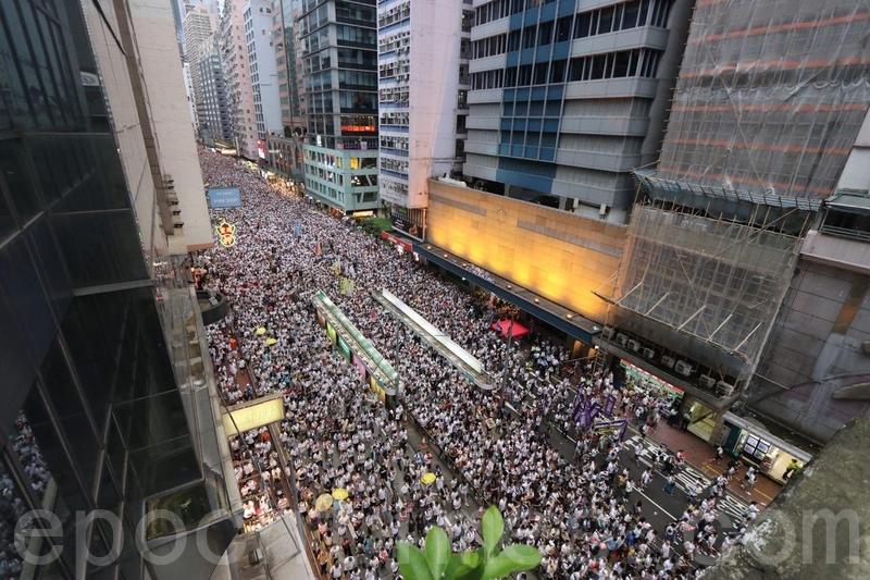 香港百萬人大遊行 陸媒噤聲 大陸人震撼鼓舞