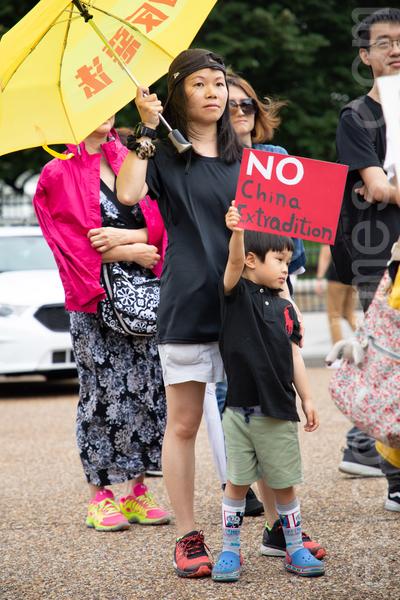 6月9日,華盛頓DC的香港人在白宮前舉辦「反對香港逃犯條例集會」。(林樂予/大紀元)
