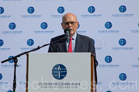 共產主義受難者基金會主席李·愛德華茲(Lee Edwards)說,中國共產黨以暴力手段維繫統治,最終會自取滅亡。(林樂予/大紀元)