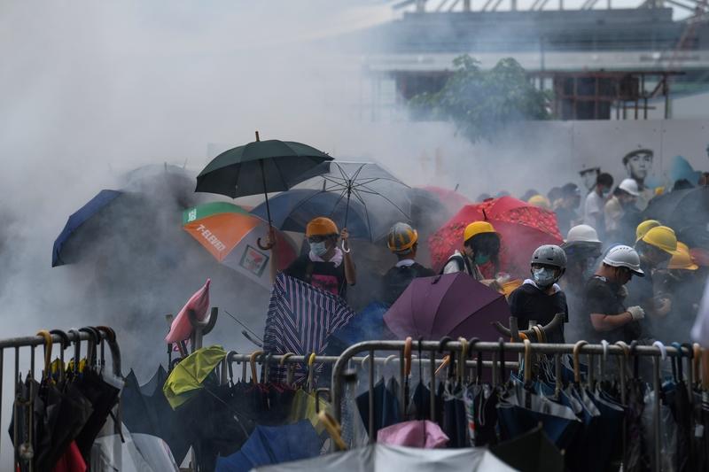 譚笑飛:香港的「假警察」說明了甚麼