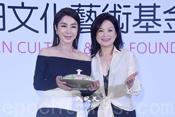 楊貴媚自稱「工頭」 邀陳美鳳以公益延續藝術