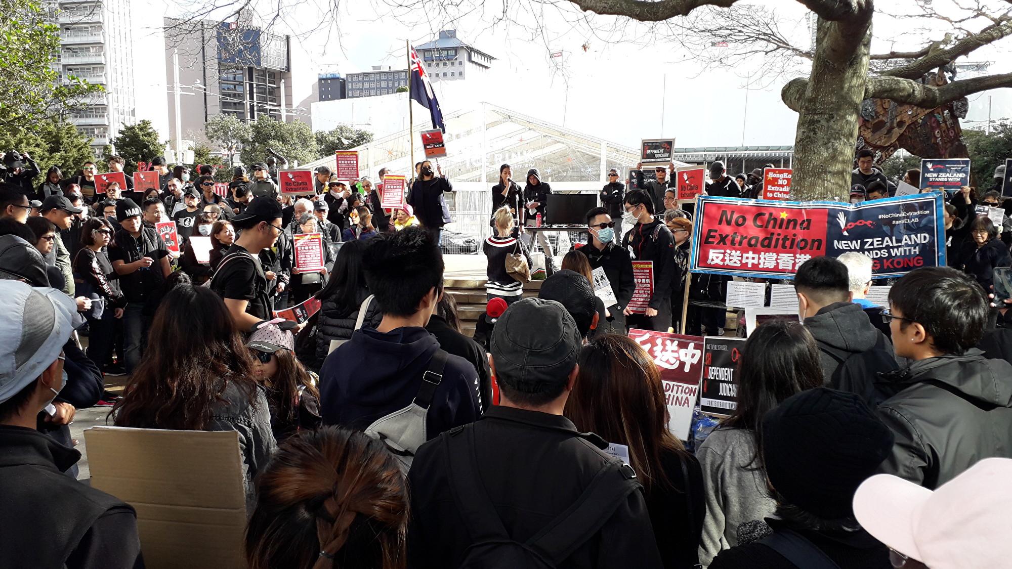 紐香港人聲援反送中 數百人穿黑衣集會