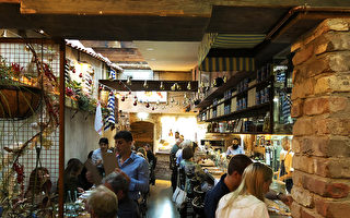 悉尼这家餐厅把意大利小巷景致搬进了室内