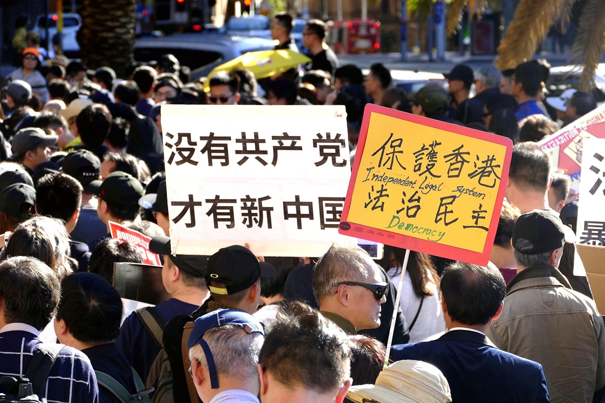 悉尼兩千多人遊行隊伍聲援香港反送中條例。(安平雅/大紀元)