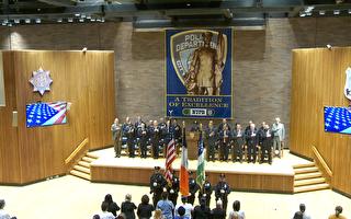 纽约市警察局首度表彰优秀校警