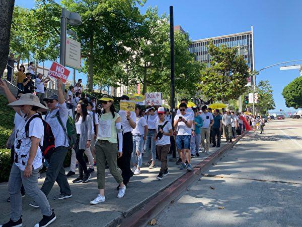 集會之後,數百名抗議民眾進行了遊行示威,抗議傷害香港民主的引渡條例。(姜琳達/大紀元)