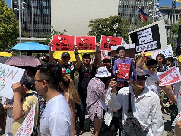 年輕港人要求保護香港民主,拒絕「送中條例」。(姜琳達/大紀元)