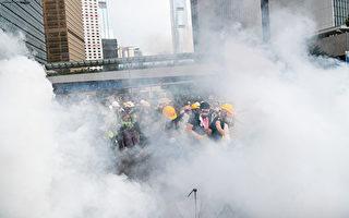 港警发逾150枚催泪弹 反送中登时代封面