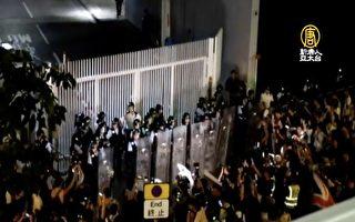 """香港立法会今审""""送中""""逃犯条例!防暴警包围 港商绝食"""