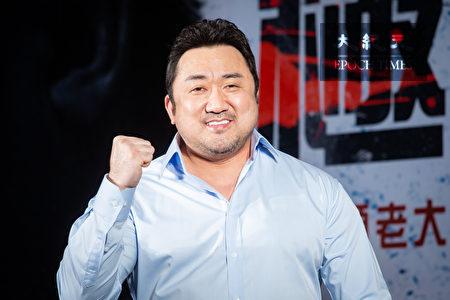 韓國男星「地表最強大叔」馬東石18日登台宣傳新片。