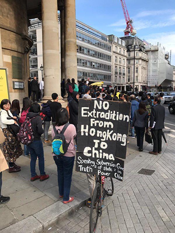 6月9日,大約四千人參加了倫敦的反「送中」大遊行。(唐詩韻/大紀元)