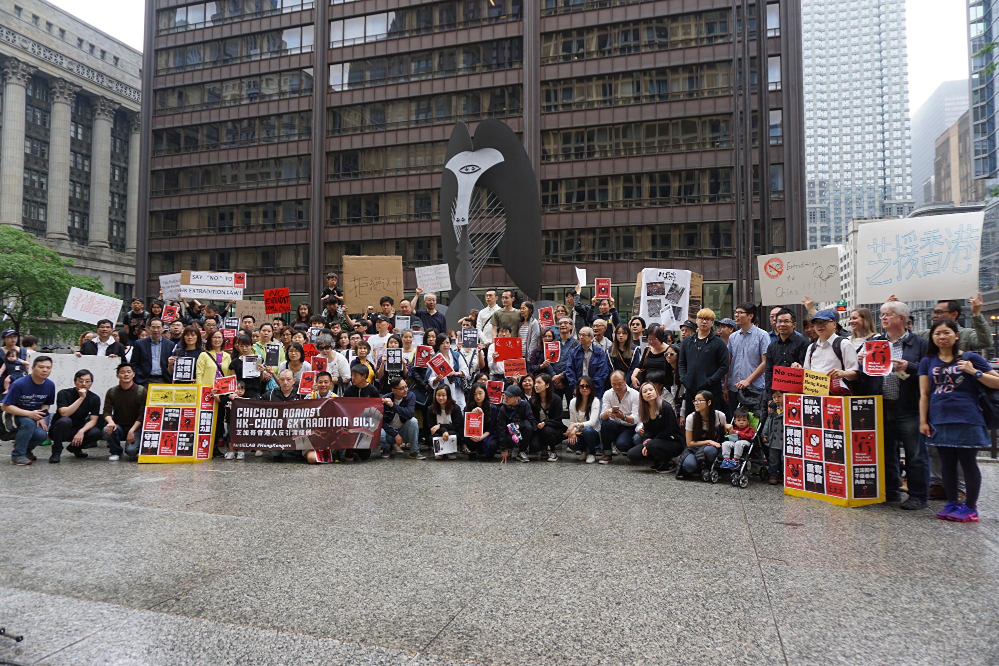 2019年6月9日,由「香港人在芝加哥」召集,上百人在芝加哥市中心戴利廣場舉行聲援香港「反送中」集會。(溫文清/大紀元)