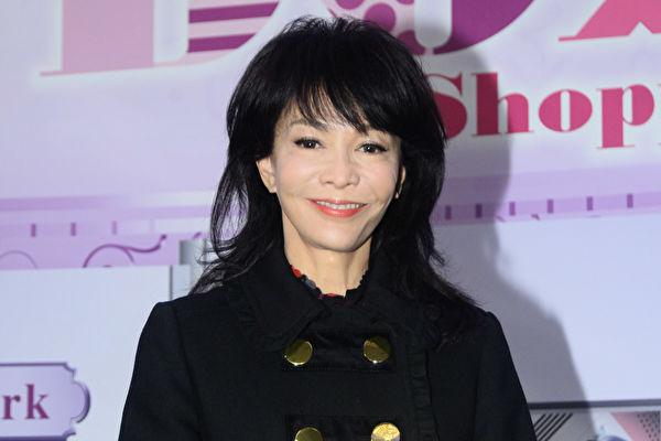返港首日主持节目 郑裕玲哽咽:要珍惜年轻人