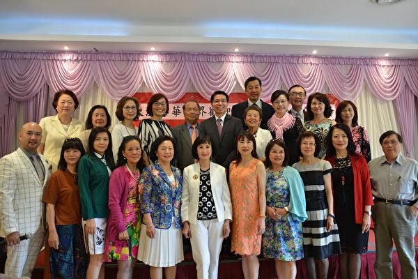 圖:大溫哥華台灣僑界聯合會舉辦茶會,歡迎駐加經文處代表陳文儀伉儷,并熱烈互動國事。(邱晨/大紀元)