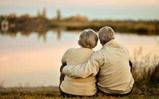 恩爱近80载 夫妇年龄相加214岁创纪录