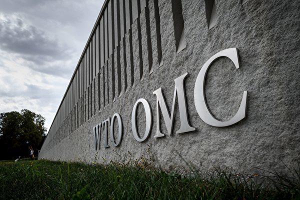 中共入世後不僅沒有遵守WTO規範,並且採取不公平手段,包括盜竊美國技術等,掠奪他國經濟,美國因此流失了數百萬工作以及總共數萬億美元的貿易逆差。(FABRICE COFFRINI/AFP/Getty Images)