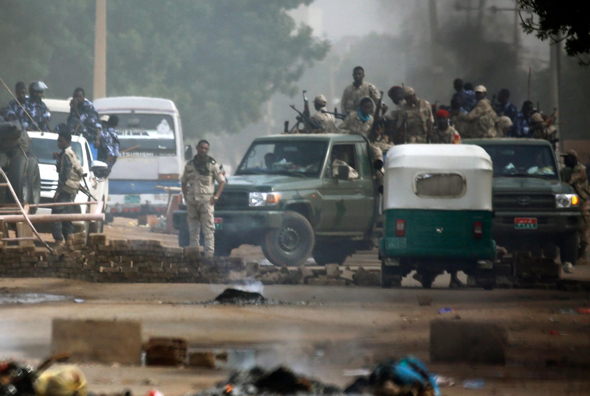 蘇丹軍隊開槍射擊靜坐人群 導致多人死傷