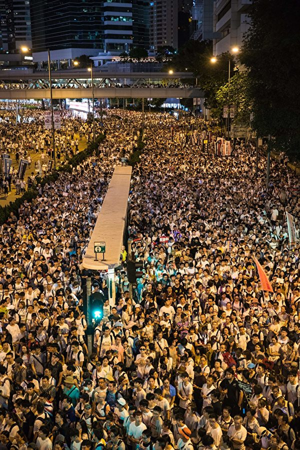 Protesters attend a rally against a controversial extradition law proposal in Hong Kong on June 9, 2019. - Hong Kong witnessed its largest street protest in at least 15 years on June 9 as crowds massed against plans to allow extraditions to China, a proposal that has sparked a major backlash against the city's pro-Beijing leadership. (Photo by DALE DE LA REY / AFP) (Photo credit should read