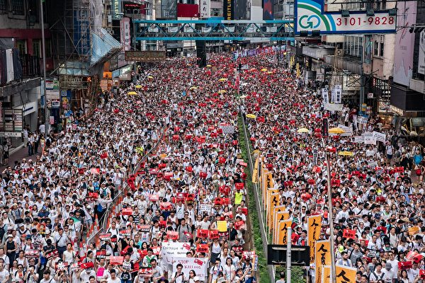 6月9日,香港百萬人上街大遊行「反送中」,即反對港府欲對「引渡條例」立法。 (Anthony Kwan/Getty Images)