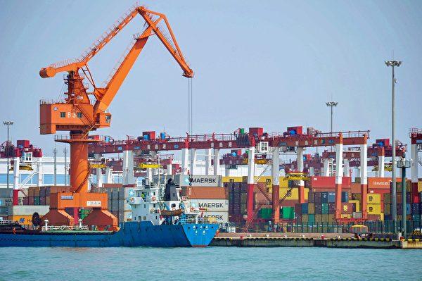 上周公佈的貿易數據顯示,由於關稅影響,中國6月出口同比下降1.3%。圖為青島港口。(STR/AFP/Getty Images)