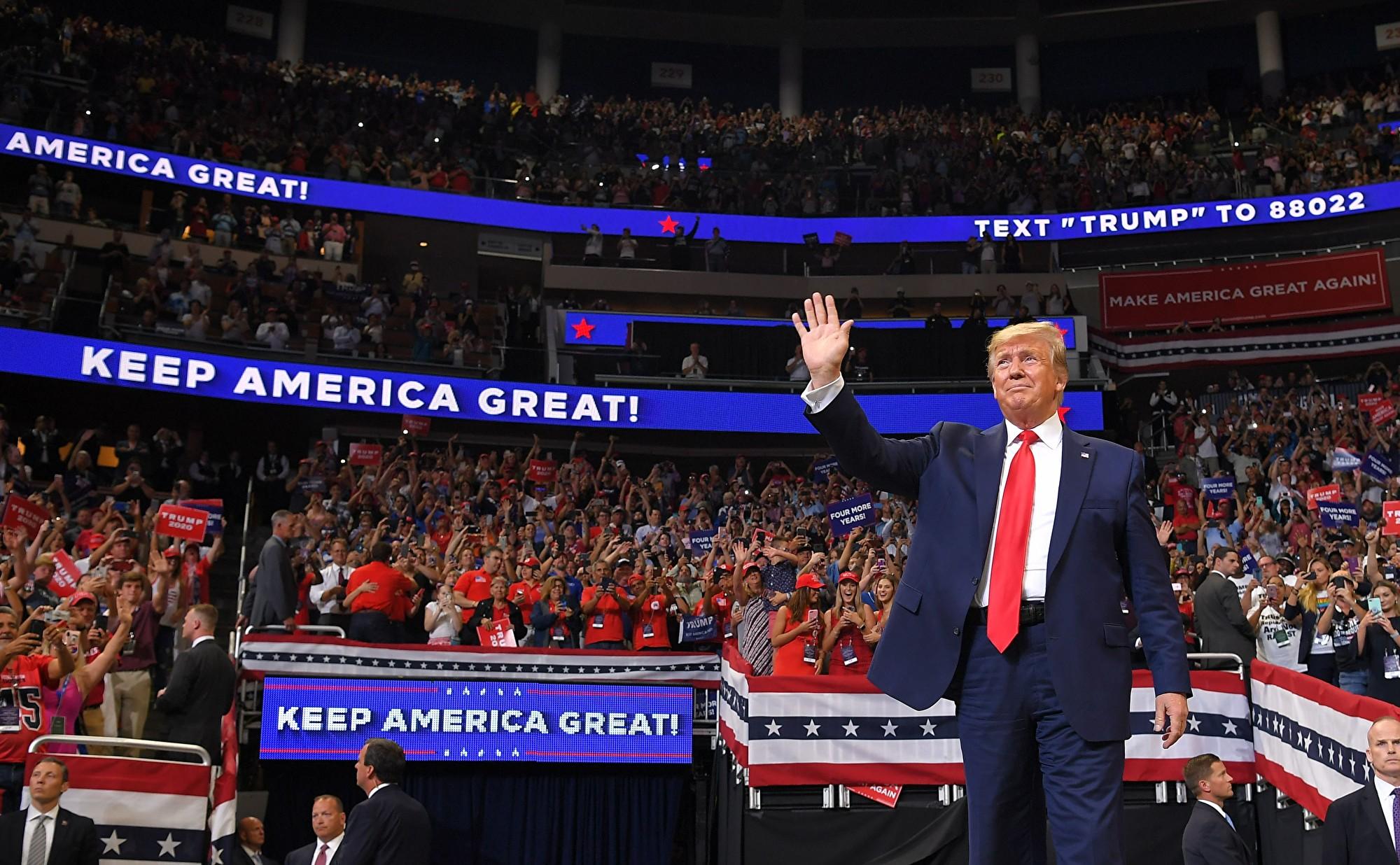 特朗普正式宣佈競選連任,獲得相當不錯的民調支持。(MANDEL NGAN/AFP/Getty Images)