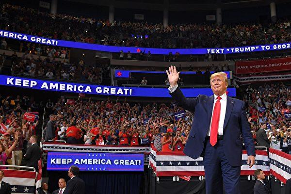 组图:数万人集会 支持者赞川普是好总统