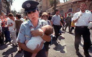 男嬰停呼吸 警官果斷施救 開啓珍貴緣分