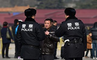 中共警方街头查手机 强装的神秘软件背景深
