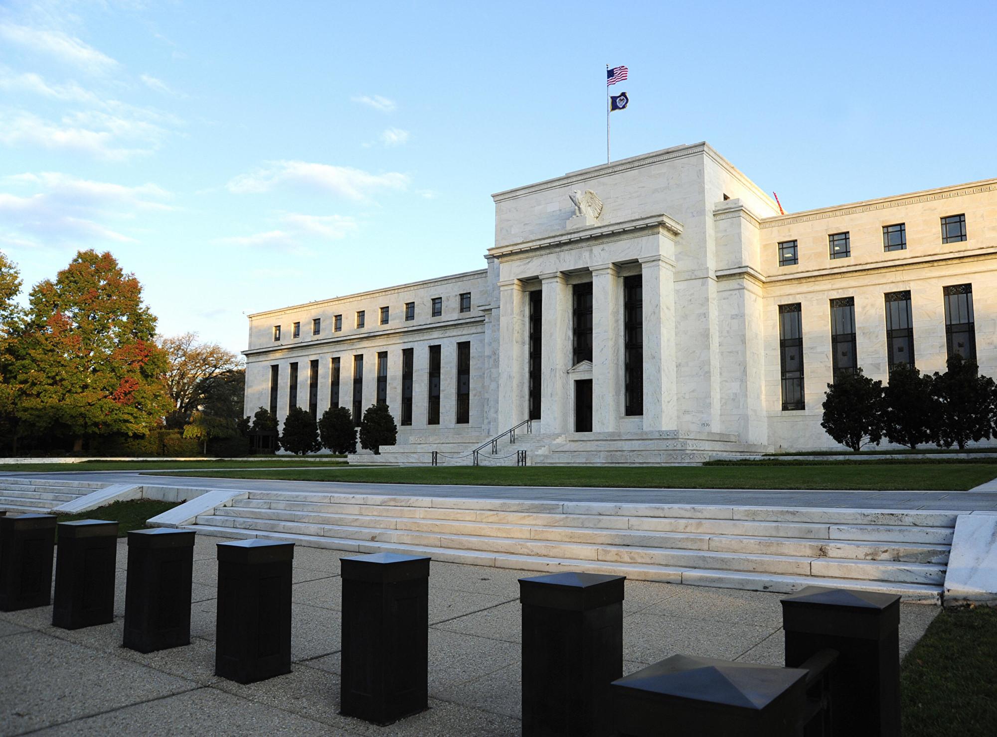 貿易戰升級 美聯儲主席暗示減息 美股大漲
