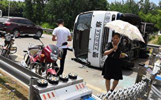 掀警车砸工厂 湖南上千村民抗议毒气污染