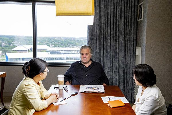6月23日,白宮前首席策略師班農(Steve Bannon)在芝加哥接受大紀元專訪。(王松林/大紀元)