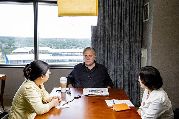 6月23日,白宮前首席策略師班農(Steve Bannon)在芝加哥接受《大紀元》專訪。(王松林/大紀元)