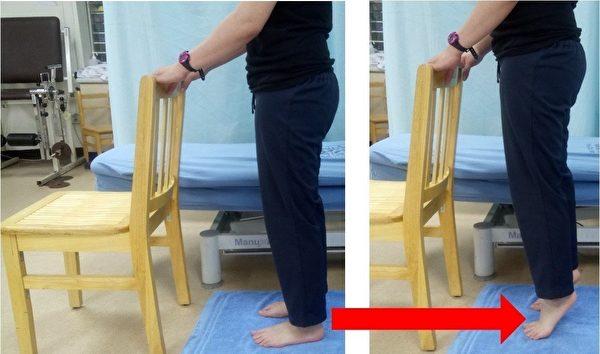 小腿后侧肌力训练(站姿)。(台大医院新竹分院提供)