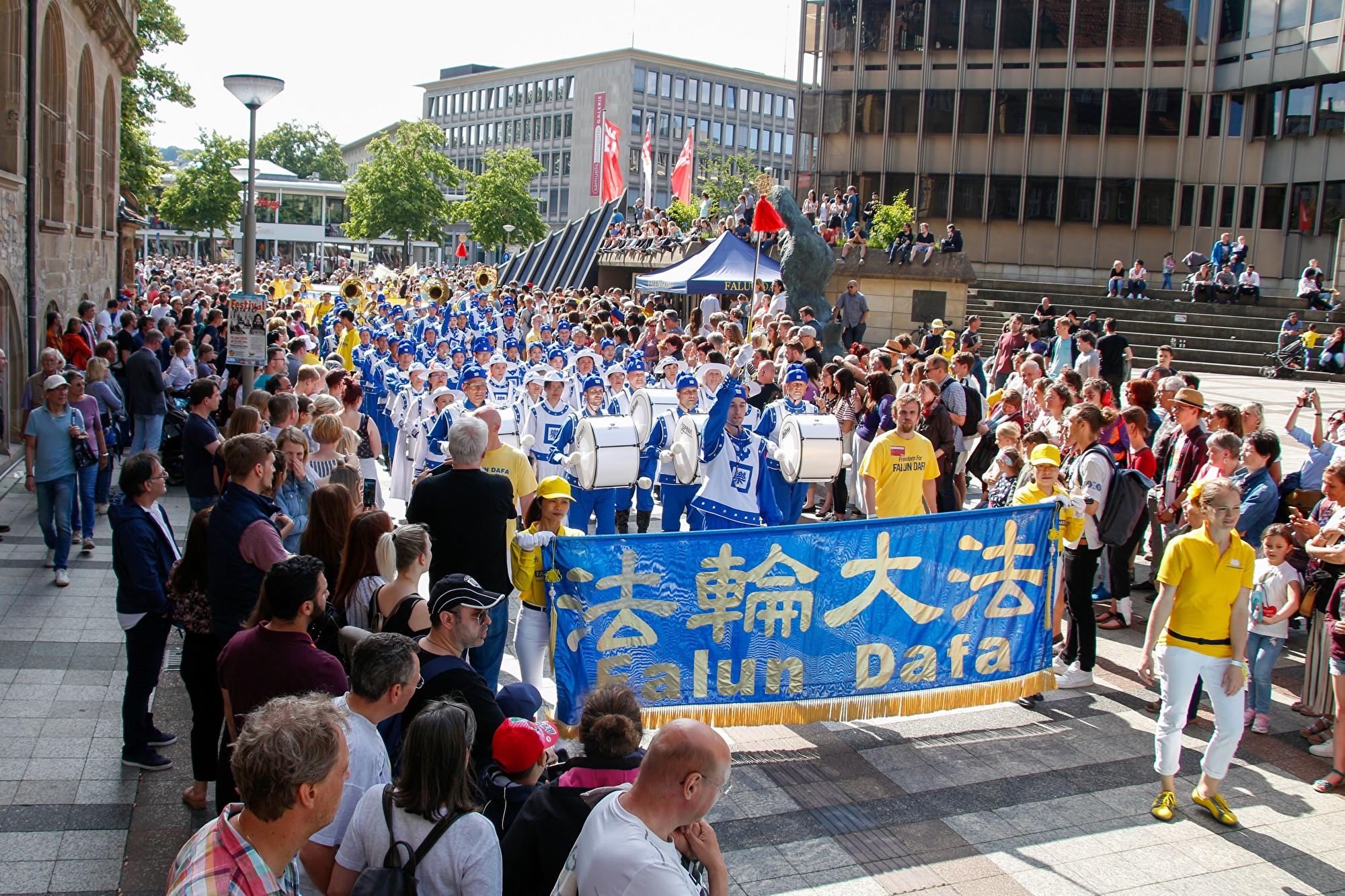 德國夏日文化嘉年華 天國樂團演奏獲讚