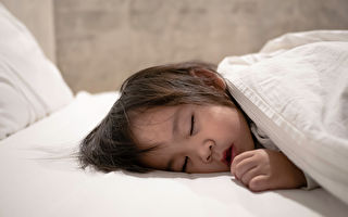 孩子的睡眠不足可分為無法入睡、睡眠質量差或夜晚頻繁醒來。(Shutterstock)