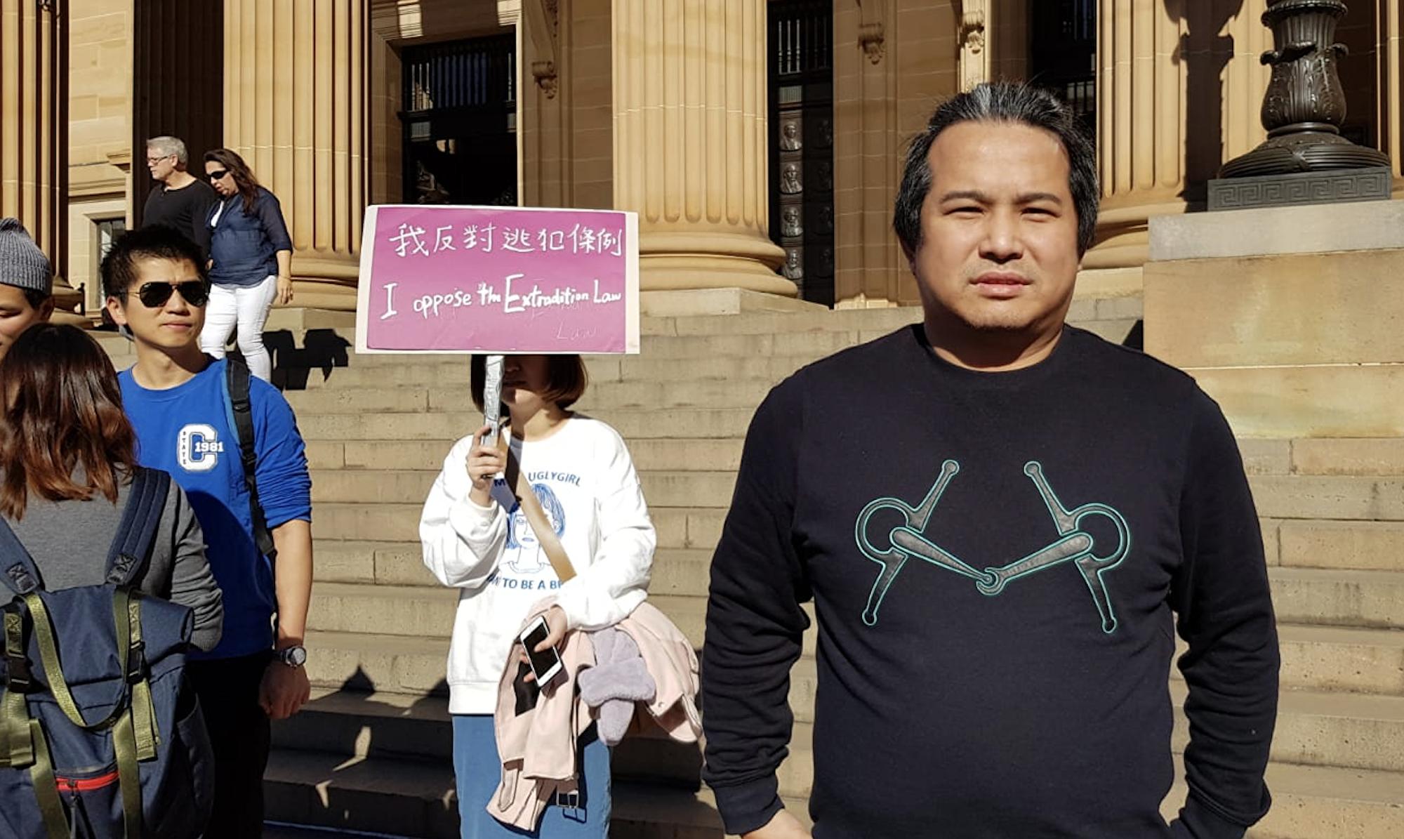 悉尼華裔商人蔣正聲援香港反送中條例。(駱亞/大紀元)