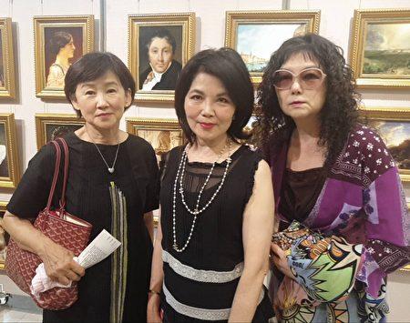 欣赏茑松展演,三位女士表示共度一个很美好的艺术飨宴之夜