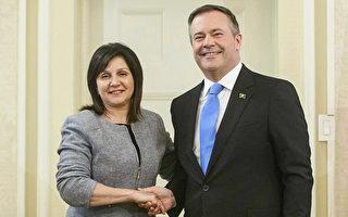 图左为现任亚省卫生厅长拉格朗日;图右为省长康尼。