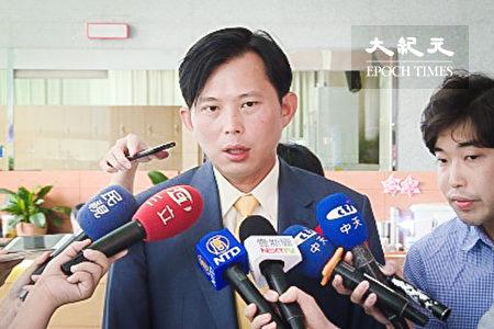 時代力量立委黃國昌18日前往國家通訊傳播委員會(NCC),質疑中天電視台並未履行2014年換照的4項附款,要求NCC應廢止執照。