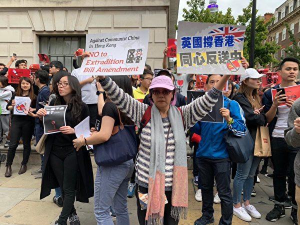前香港六四記者蔡淑芳出席倫敦反送中遊行,向中共暴政強權說不。(唐詩韻/大紀元)