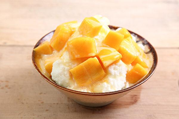 中醫師提醒,吃冰消暑要注意時間和冰品種類,避免傷身。(Shutterstock)