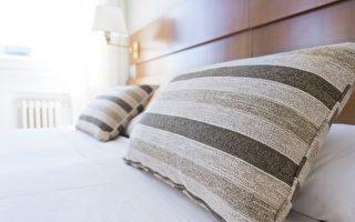 高度適宜的枕頭可以讓你睡得更好。(Pixabay)