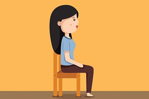 頸椎早衰是網路族的隱患之一,如何注意坐姿?(Shutterstock)