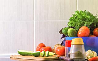 在炎熱夏日如何保存食物,避免蔬果肉類變質?(Shutterstock)