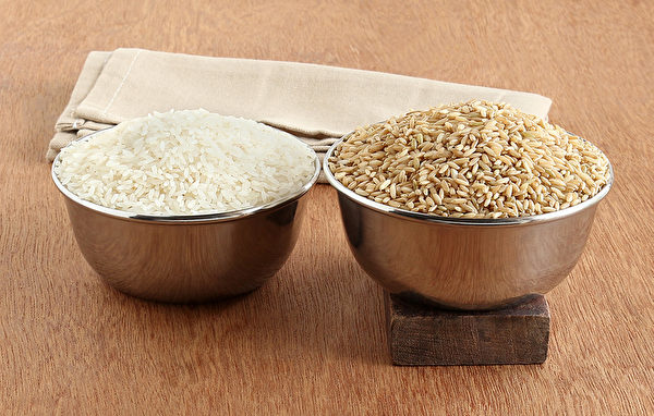 糙米和白米混搭着吃,口感更好,也更利于健康。(Shutterstock)