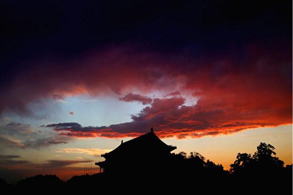 中共肺炎(俗稱武漢肺炎、新冠肺炎)正在迅速蔓延期間,此前曾涉嫌隱瞞疫情的湖北省委書記、武漢市委書記突然被免職。但外界認為,他們只是「替罪羊」。(Feng Li/Getty Images)