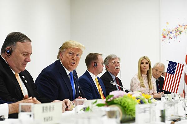 圖為6月29日舉行的習特會上,美方談判代表。(Brendan Smialowski/AFP)