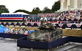 組圖:大批人群等待川普「向美國致敬」演講